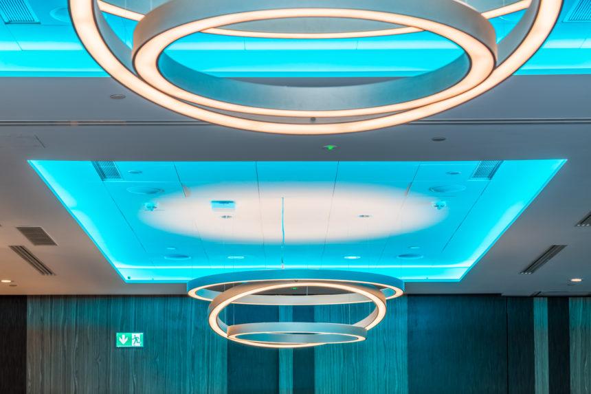 valgusti Hiltoni konverentsiruumis