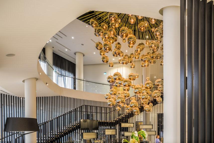 Hilton_lobby_Tom Dixon valgusti