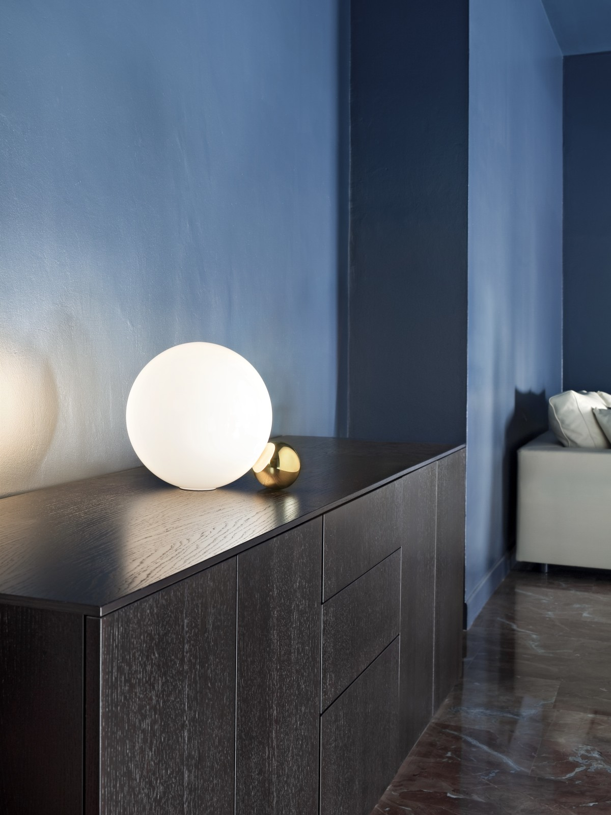 Flos-copycat-table-lamp-michael-anastassiades-1357031