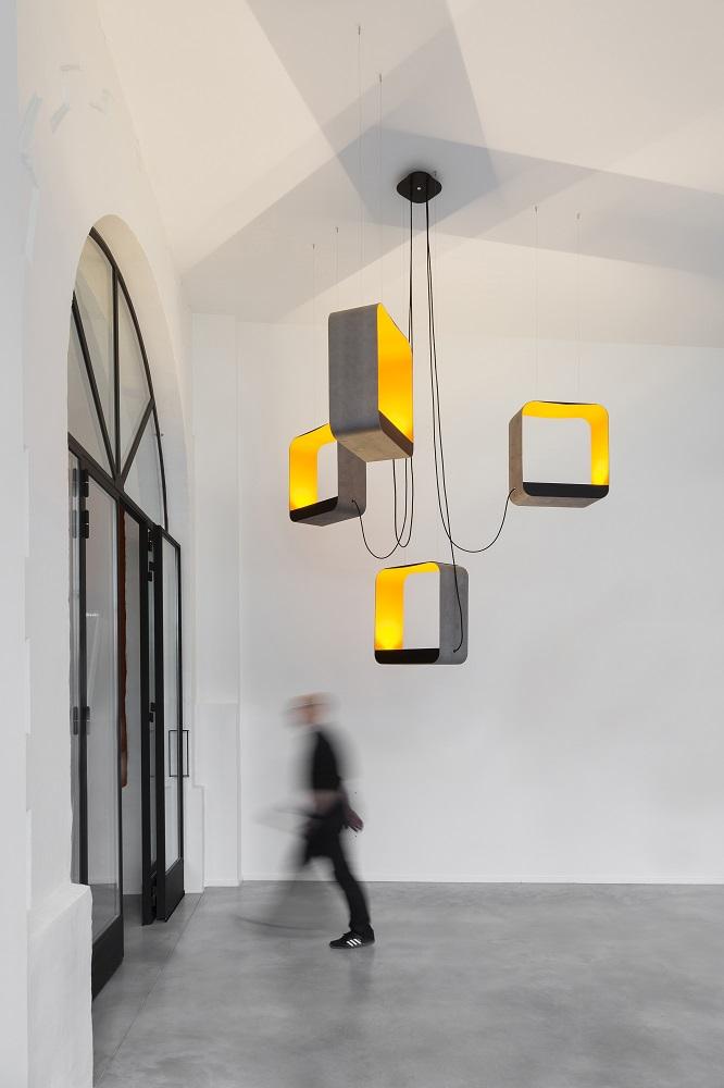 Design Heure-Eau-de-lumiäre-Lustre-4-carrÇ-finition-bois-ON labi-kahe-korruse